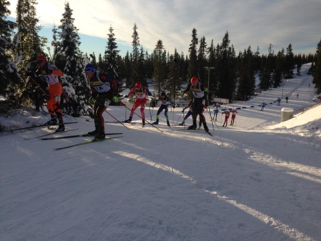Får vel ta med et bilde av skiskytterne også :) Jeg var løypevakt bak standplass.