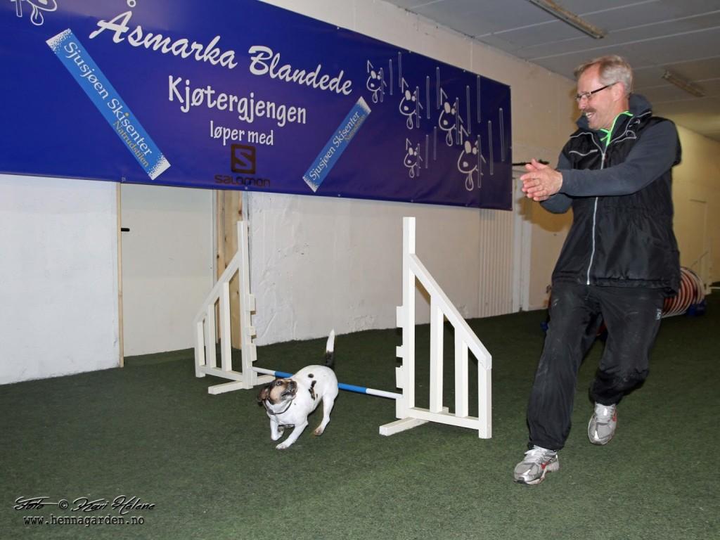 Både hunder og førere blir glade når de får til ting :)